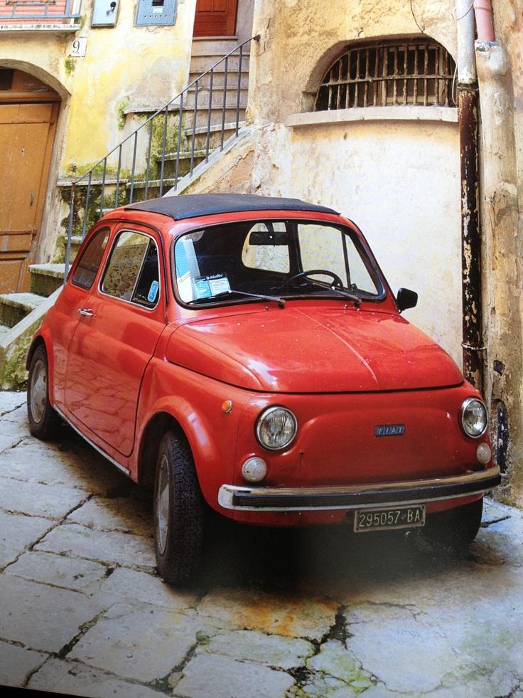 Net een cherry tomaatje! #Italie #Fiat 500