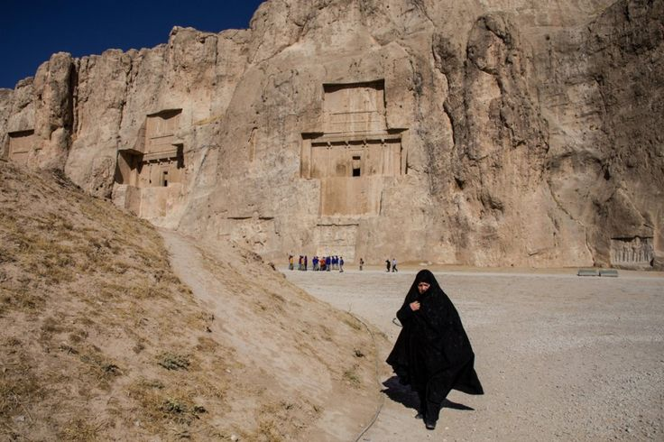 """Por Sylvia Rodrigues, do blog Pangea etc Antes de começar a saga, vale lembrar que o Irã não é a Arábia Saudita, como muitos pensam. Mulheres dirigem, votam, trabalham, podem se divorciar e ter a guarda dos filhos. Após a Revolução Islâmica de 1979, liderada pelo aiatolá Khomeini, foi instituído o uso obrigatório do hijab...<br /><a class=""""more-link"""" href=""""https://catracalivre.com.br/geral/viagem-acessivel/indicacao/brasileira-relata-como-e-ser-mulher-no-ira/"""">Continue lendo »</a>"""