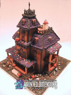 Directions and Template for this creepy Victorian Halloween cookie house....  http://www.haunteddimensions.raykeim.com/cookiemanor01.jpg