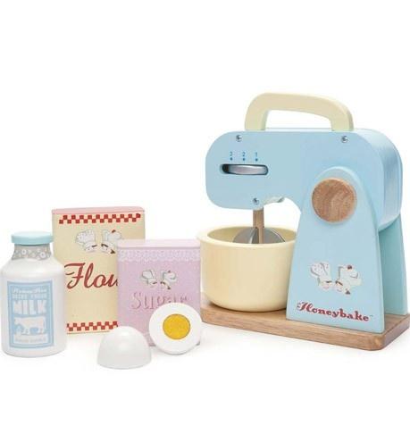 Houten taartenbakset met mixer