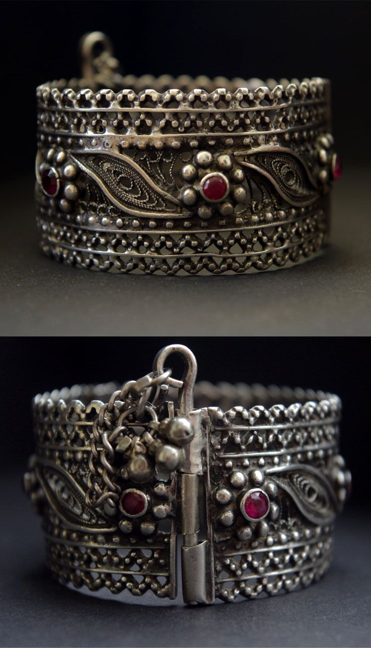 Yemen | Bracelet; silver alloy with glass. ca. 2nd half of the 20th century | 178€