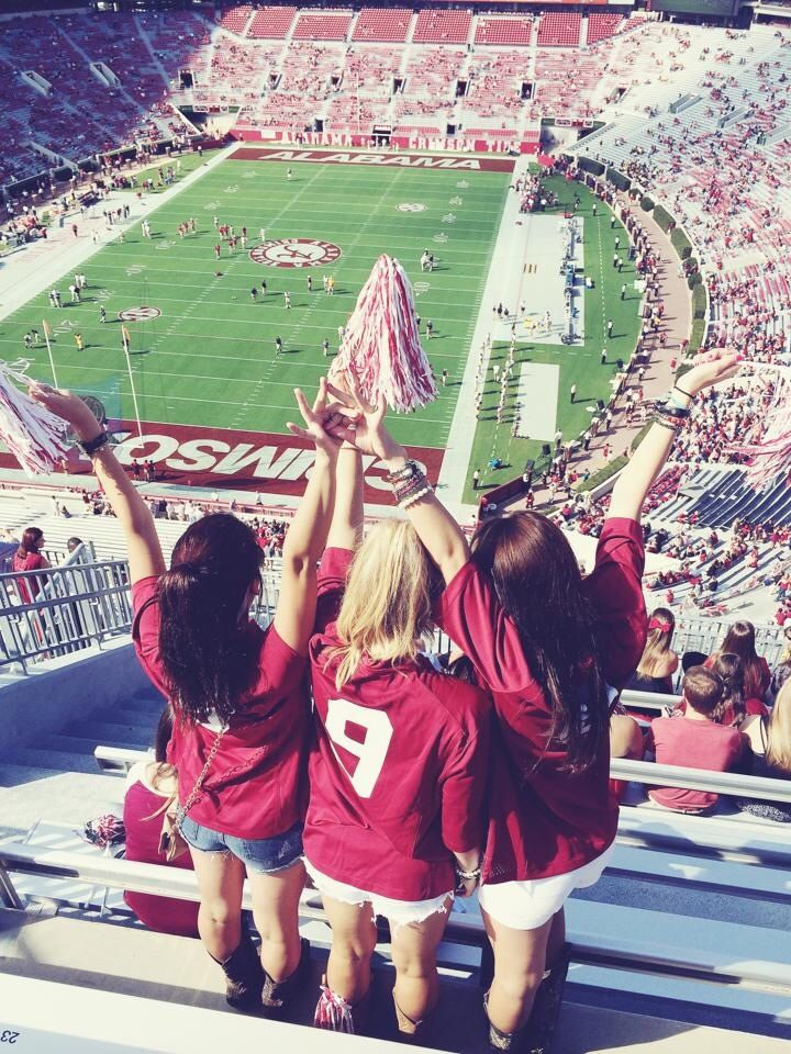 10 Things Every College Girl is Wearing on Game Day