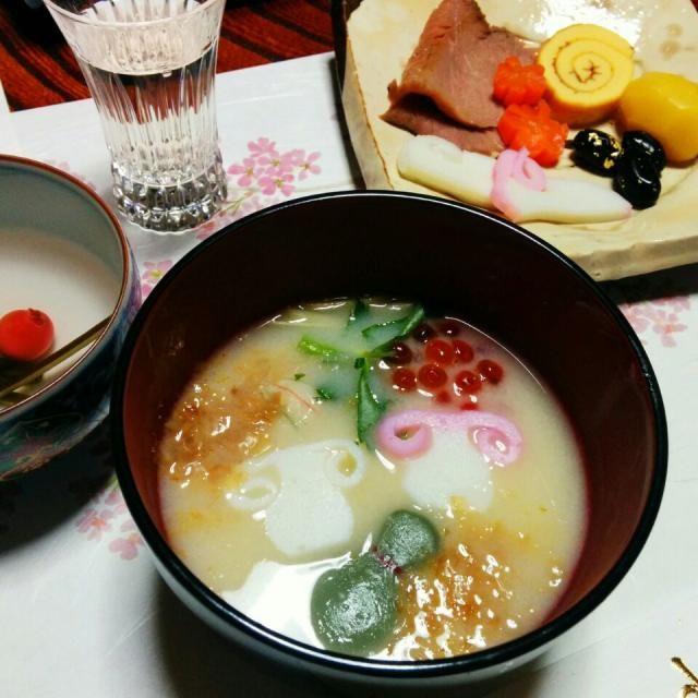 京都の白味噌丸餅のお雑煮です  うちのは甘くない味付けです - 12件のもぐもぐ - お雑煮 by fumika7