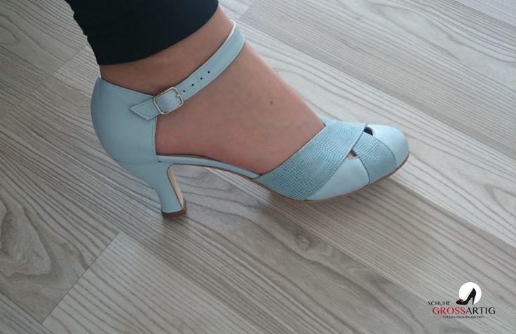 Pastellfarbene, hellblaue Riemchenpumps #Übergröße #SchuheGrossartig #shoes #plussize #damenschuhe #übergröße #heels #pumps #pastellfarben