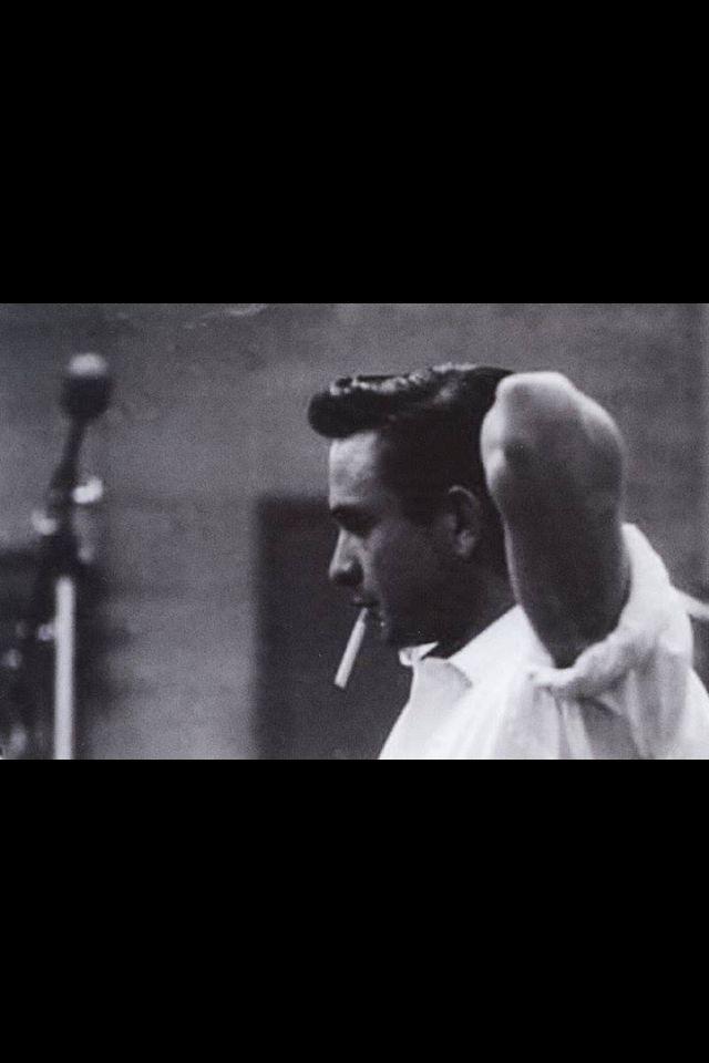 Johnny Cash... so handsome!