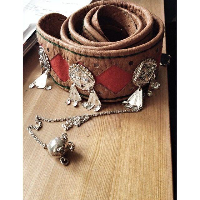 Så gla i beltet mamma har sydd til meg! #belte #kofte #sami #samisk #komsekule #silver #duodji #handcraft #sying #sow