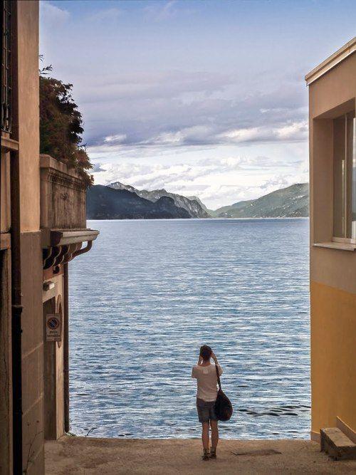 Desenzano del Garda, Lombardy / Italy (by Mauro Bricchetti).