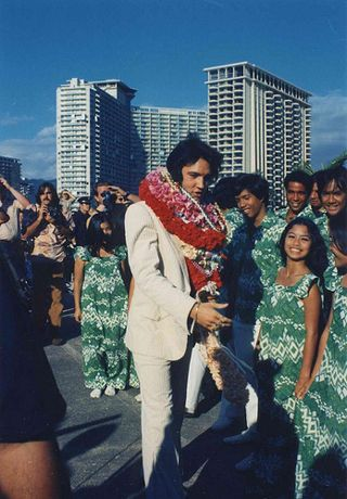 Elvis arrives in Honolulu in January 1973 for his Aloha from Hawaii TV special