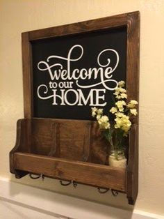 #woodworkingplans #woodworking #woodworkingprojects Entryway. Diy key holder. mail holder. Welcome sign. Diy Woodworking project. Popular with the Poplins