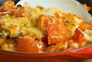 Gezonde ,slanke visschotel met veel groentjes uit de oven