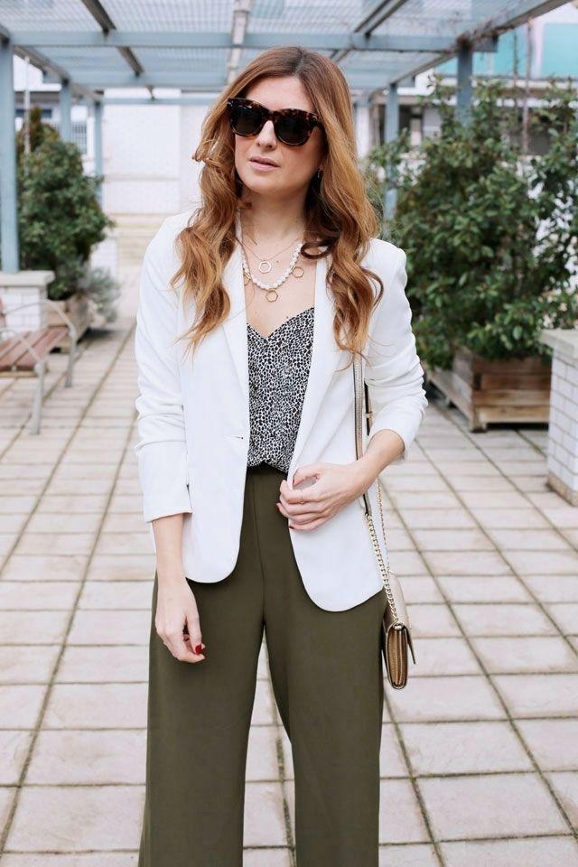 Formal Look. Working Look. Look con pantalones palazzo. A trendy life. #formallook #workinglook #whiteblazer #palazzopants #célinesunglasses #suiteblanco #buylevard #michaelkors #zalando #lijewels #celine #outfit #fashionblogger #atrendylife www.atrendylifestyle.com
