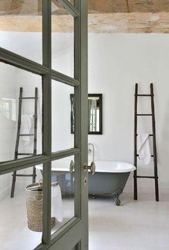 Minimalist bathroom, salle de bain ouverte, salle de bains verre, baignoire ancienne