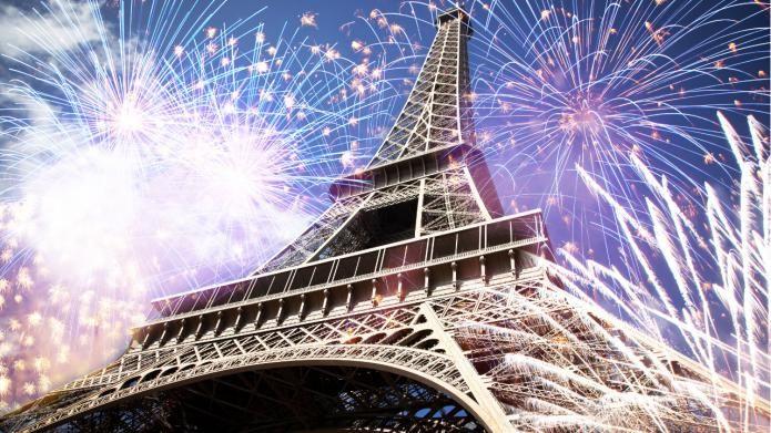 A Capodanno Parigi offre svariate possibilità: dai festeggiamenti lungo gli Champs Elysées ai giochi pirotecnici sulla Torre Eiffel. Per trascorrere un Capodanno bohemien basta andare sulla piazza del Sacro Cuore a Montmartre, per una serata romantica, invece, si può optare per cenone a bordo di uno dei molti battelli che solcano la Senna. C'è solo l'imbarazzo della scelta!