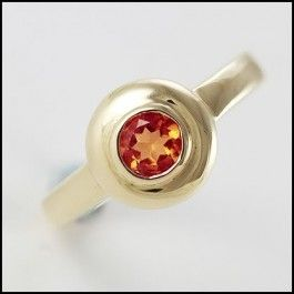 Antique Design, 9ct Gold Round Garnet Dress Ring. This very elegant ring features a beautiful round deep garnet gemstone and would make a wonderful piece for any occasion.