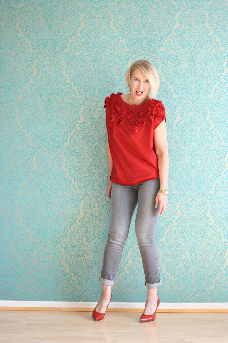 A fashion blog for women over 40 and mature women http://www.glamupyourlifestyle.com/  Blouse: DKNY Pants: Zara Pumps: Noe Antwerpen