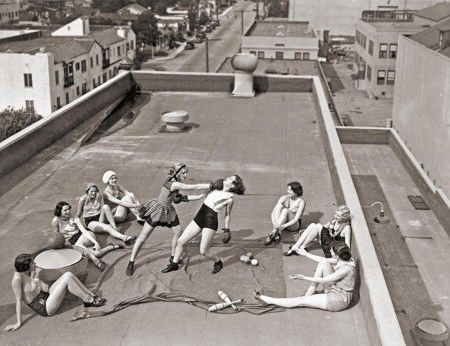 Ženy v Los Angeles pronikají do ryze mužského sportu - boxu (1933)