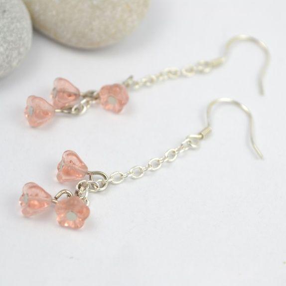 Søte, rosa blomsterklaser til ørene #jewelry