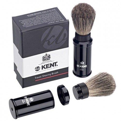 Die Kent Travel Rasierpinsel ist eine Rasierbürste für die Reise mit reinen Dachshaaren in einem schwarzen Metallgriff und in einer schönen Verpackung. Die Bürste ist in ihrem eigenen Griff versteckt und kann so leicht ohne Beschädigungen transportiert werden.