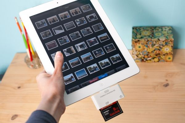 iPad CF and SD Card Readers - easily transfer photos from your camera to your iPad.: Sd Card, Apples Ipad, Card Reader, Ipad Gadgets, Photojojo Stores, Gifts Idea, Dslr Photo, Cf Card, Ipad Cf