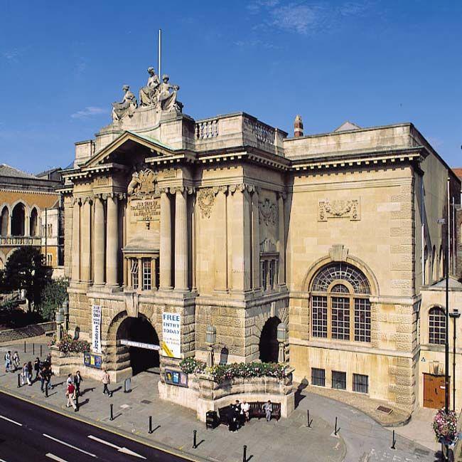 Large wedding venue - Bristol Museum and Art Gallery
