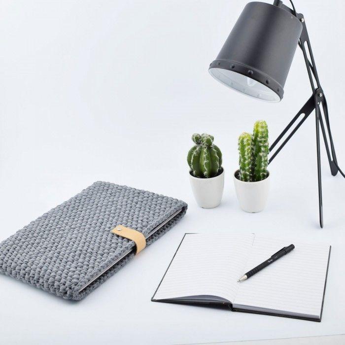 Hæklet pc sleeve - Opskrift (Hobbii). Lækkert pc sleeve i et tidsløst smukt design.