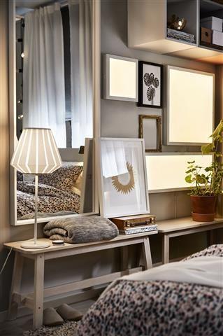 Mit der TRÅDFRI Serie lassen sich verschiedene Lichtquellen kabellos steuern. Ob Tischlampe oder Lichtpaneel.