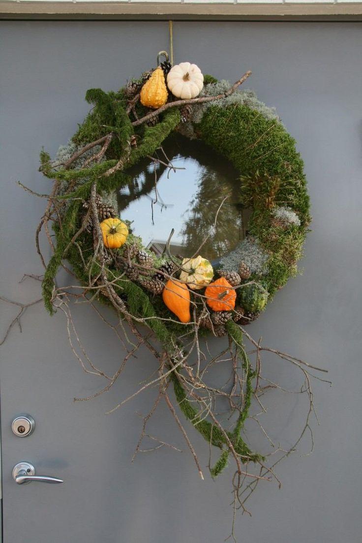 couronne de porte en mini citrouilles et mousse