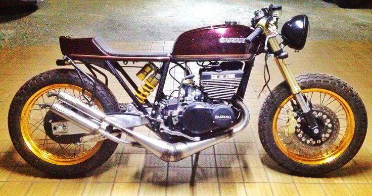 1973 suzuki gt380 cafe racer!!! Pintura y arte #dariogaviria #clandestinosanfelix , mecanica @jfelipe_j , mofles #carlosdavidpuerta!!! Ultimas tuercas , ultimos ajustes y a testiar