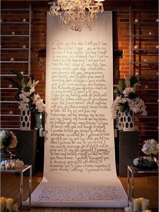 Pendure seus Votos Escreva seus votos em uma faixa e pendure na recepção de seu casamento. Isto irá conferir um ar mais intimista e aconchegante ao mesmo. Outra ideia é transforma-los em altar/entrada da igreja.
