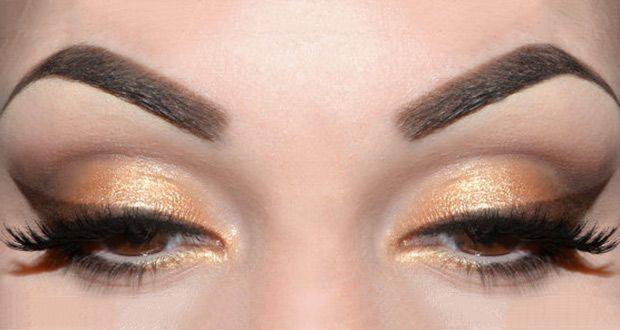 Trucco occhi oro e marrone: ecco come realizzare un trucco estivo particolarmente indicato per valorizzare la pelle abbronzata, che risplende con questo look