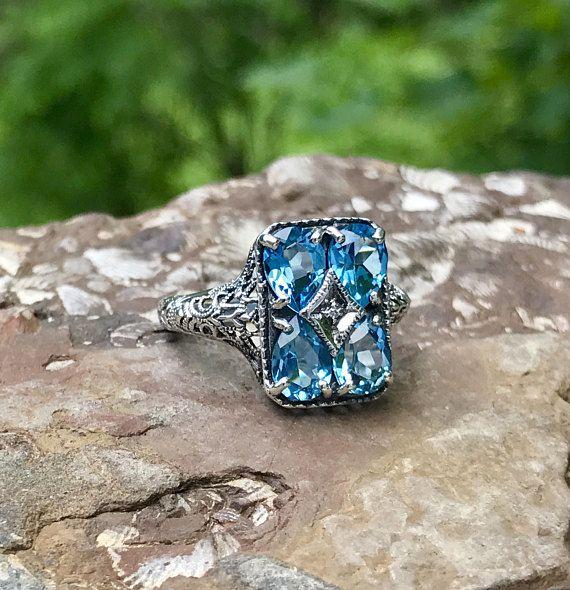 He encontrado este interesante anuncio de Etsy en https://www.etsy.com/es/listing/525503354/anillo-de-topacio-azul-art-deco-anos