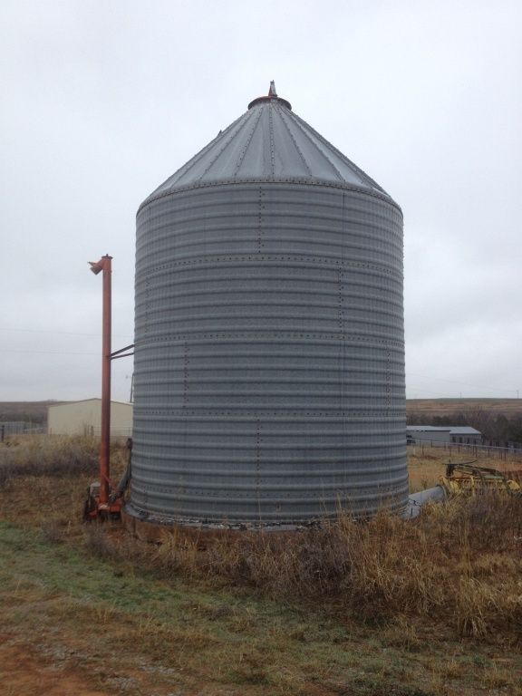 Behlen Steel Grain Bin. 2000 Bu. w/Sweep Auger (Sold off-site)