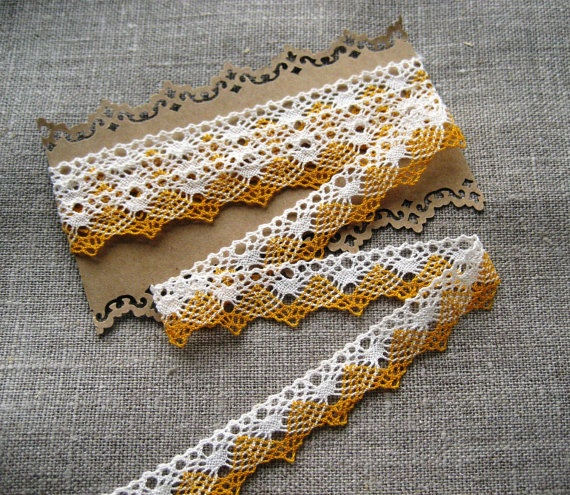 French Vintage Yellow/White Narrow Lace Edging  by Chezpetitpica, €3.00