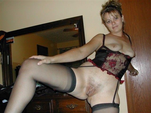 любительское фото зрелые дамы голые в чулках - 8