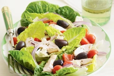 Slices of protein-packed chicken are a healthy addition to this Greek favourite.: Eggplants, Slices, Recipes, Protein Packs Chicken, Smoked Chicken, Smoke Chicken, Healthy Addition, Greek Favourit, Greek Salad