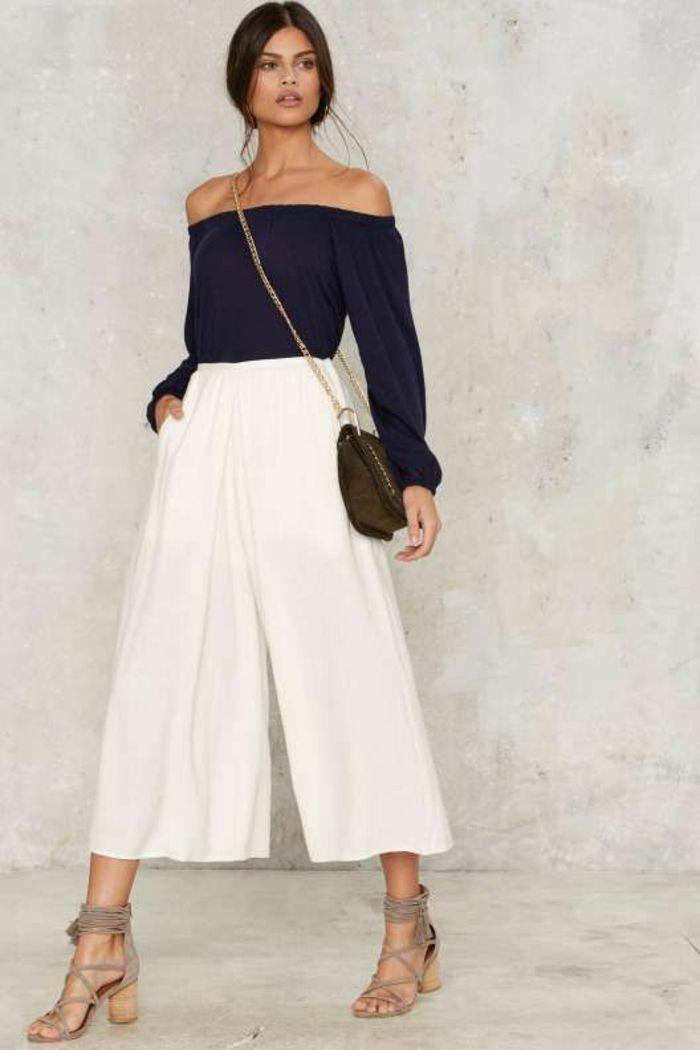 jupe-pantalon blanc large, top noir aux manches longues et aux épaules  dénudées, pantalon habillé femme, sandales aux lacets fins en velours beige 96f1689bf8a3