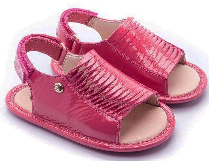 1b643de481 Sandália Tiras em Couro Macio Primeiros Passos Verniz Pink Gambo ...
