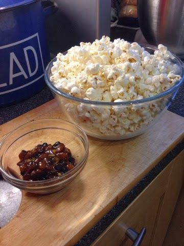 Vicki-Kitchen: Christmas popcorn (slimming world friendly)