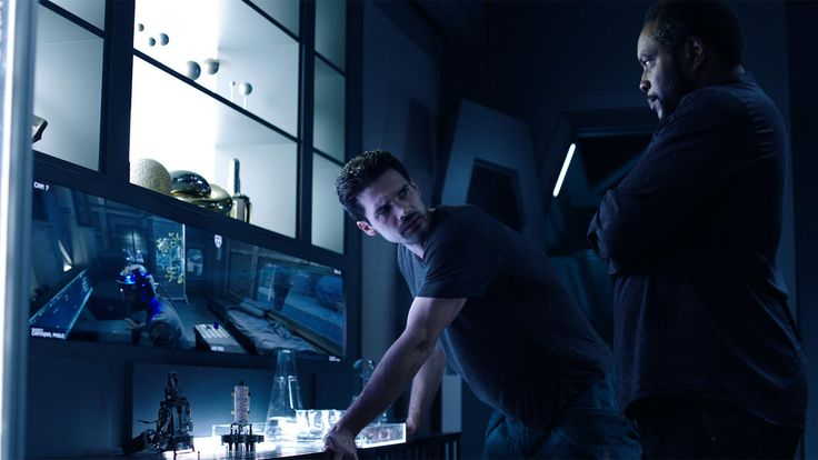 Episode 7 on The Expanse was very tense to watch. Syfy was lucky to capture this scene of Fred comes to Holden and tells him that Cortazar is getting new data streams, meaning that there is more protomolecule out there. Fred wants to get his hands on it so he can hold it as an advantage.