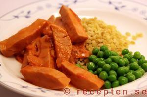 Recept på korv stroganoff http://www.food.com/recipe/sausage-stroganoff-korv-stroganoff-425529