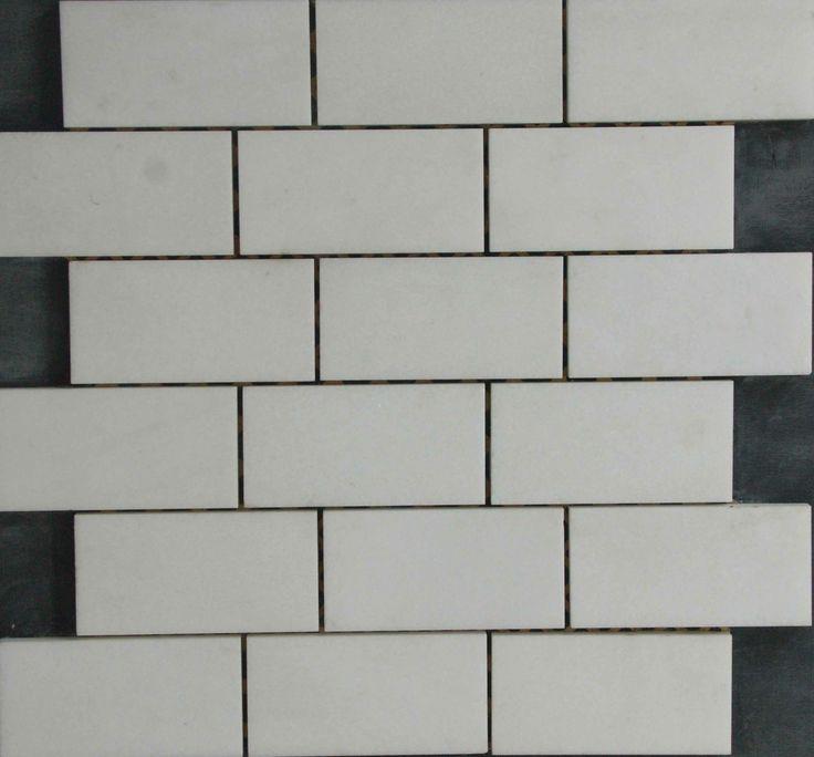 Mozaika marmurowa -  Kolekcja: Brico 510; Kod: B51010; Wykończenie: POLER; Materiał: Thassos Snow White; Wym. Kostki: 5,0x10 cm; Wym. Plastra: 33,5x31,1 cm