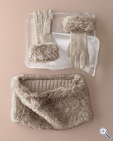 make my own: fur scarf and decorate gloves with the same fur!!!