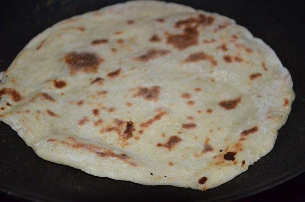 cheese naan au poulet curry , une recette de pain naan au poulet curry et tandoori , de savoureux sandwichs indiens
