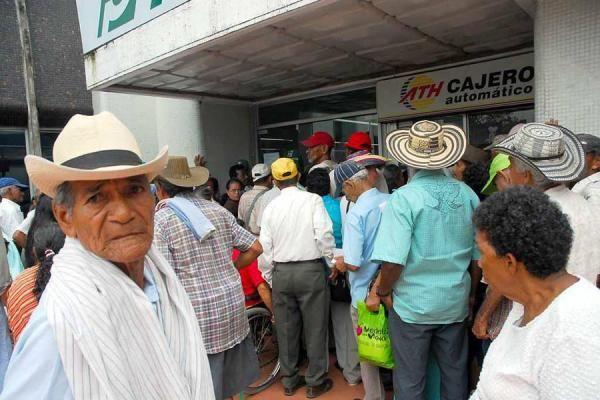 """Por Javier Arango Gaviria En Colombia una persona es considerada """"adulto mayor"""" a partir de los 60 años. De esta población solamente el 25% tiene cobertura en pensión (1.200.000 jubilados), siendo en proporción más los hombres que las mujeres. Para acceder a la pensión en el país, tanto hombres como mujeres deben cotizar 1300 semanas …"""