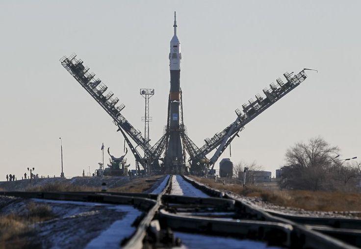 W kierunku Międzynarodowej Stacji Kosmicznej (ISS) wystartował z kosmodromu Bajkonur w Kazachstanie statek Sojuz TMA-19M z trzema astronautami - Brytyjczykiem Timem Peake, Amerykaninem Timothym Koprą ...