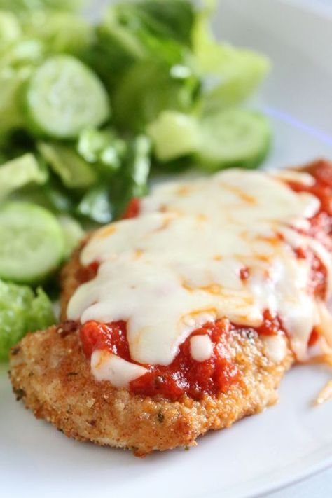Chicken Parmesan comes out great in the Air Fryer, no need to use so much oil! About 251 calories, 6 Weight Watchers PointsPlus, 5 SmartPoints per serving - SkinnyTaste.com!