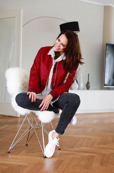 Esther Sedlaczek wearing REPLAY Skinny Jeans LUZ. Check it out here: https://www.replayjeans.com/de/shop/product/damen/jeans/jeans-skinny/skinny-fit-jeans-luz/pc/48/c/52/sc/57/3698 #replay #replaygermany #replayskinnyjeans #replayjeans #esthersedlaczek