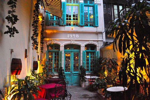 Green Tangerine — 48 Hang Be Street Located in the Old Quarter of Hanoi, which is a simple stroll from a huge number of hotels. Green Tangerine reminds us about a bistro found in the back alleys of Paris. The chef uses French cooking technique but also preserved the traditional taste of Vietnamese, this combination will make you feel the authentic local cuisine but also experimental #restaurant #vietnam