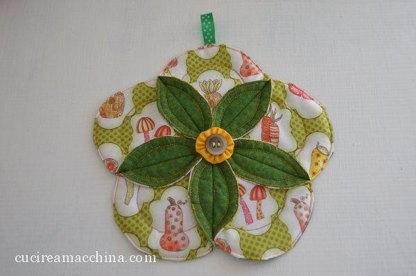 Come cucire un sottotazza in quilt a fiore