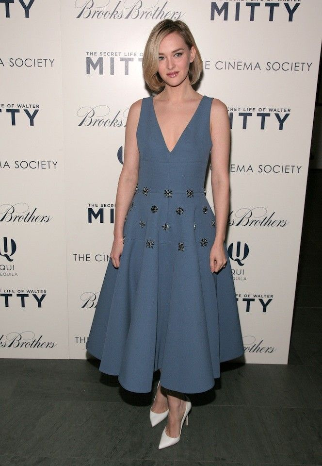 jess weixler wearing a wonderful blue dress. Love the details. Funny that white shoes were (and currently are for a lot of people) a big no-no for a long time.
